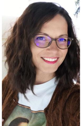 Mihaela Aparaschivei teaches Romanian language